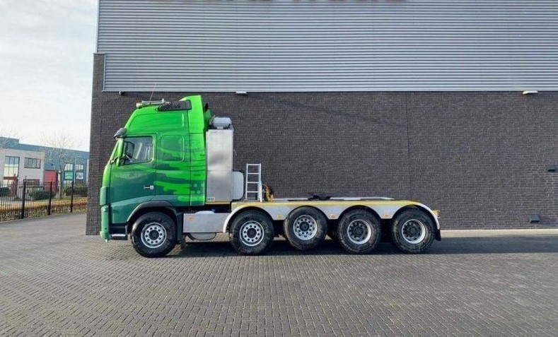 GT.9135 Volvo FH16 700 10x4 Heavy Duty Tractor (1)