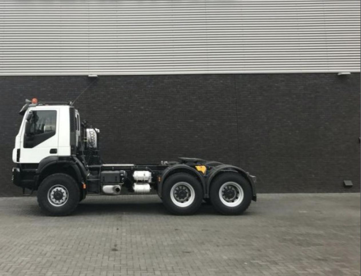 Iveco – TRAKKER 450 6X6 TRACTORS6