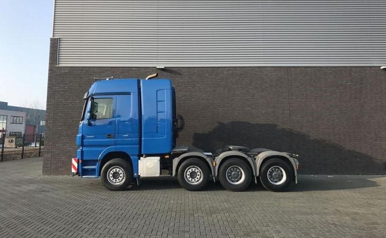 Mercedes Benz 4165 SLT 8x4 Heavy Duty Tractor (1)