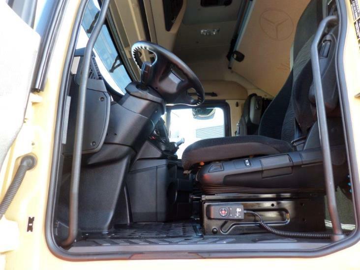 Mercedes-Benz-Actros-2545-6x2-4 (25)