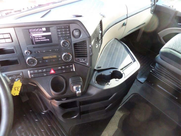 Mercedes-Benz-Actros-2545-6x2-4 (3)