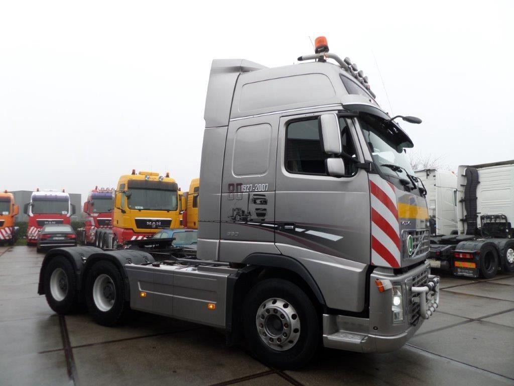 Volvo-FH16-660-6x4-Heavy-Duty-Tractor-80-year-anniversary-edition-3