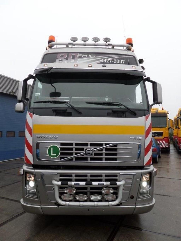 Volvo-FH16-660-6x4-Heavy-Duty-Tractor-80-year-anniversary-edition-6