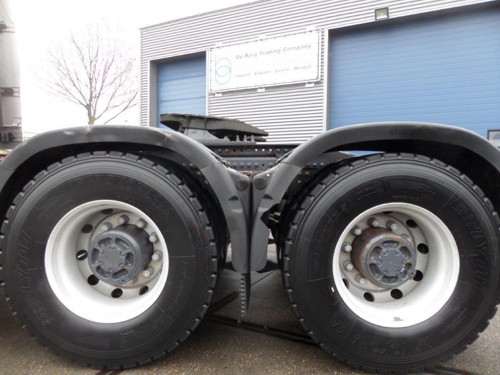 Volvo-FH16-660-6x4-Heavy-Duty-Tractor-80-year-anniversary-edition-7