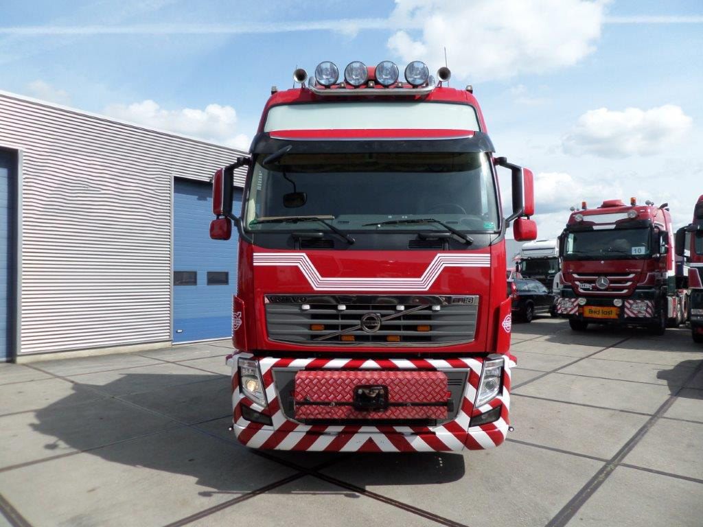 Volvo FH16-700 8x4 2010 (11)