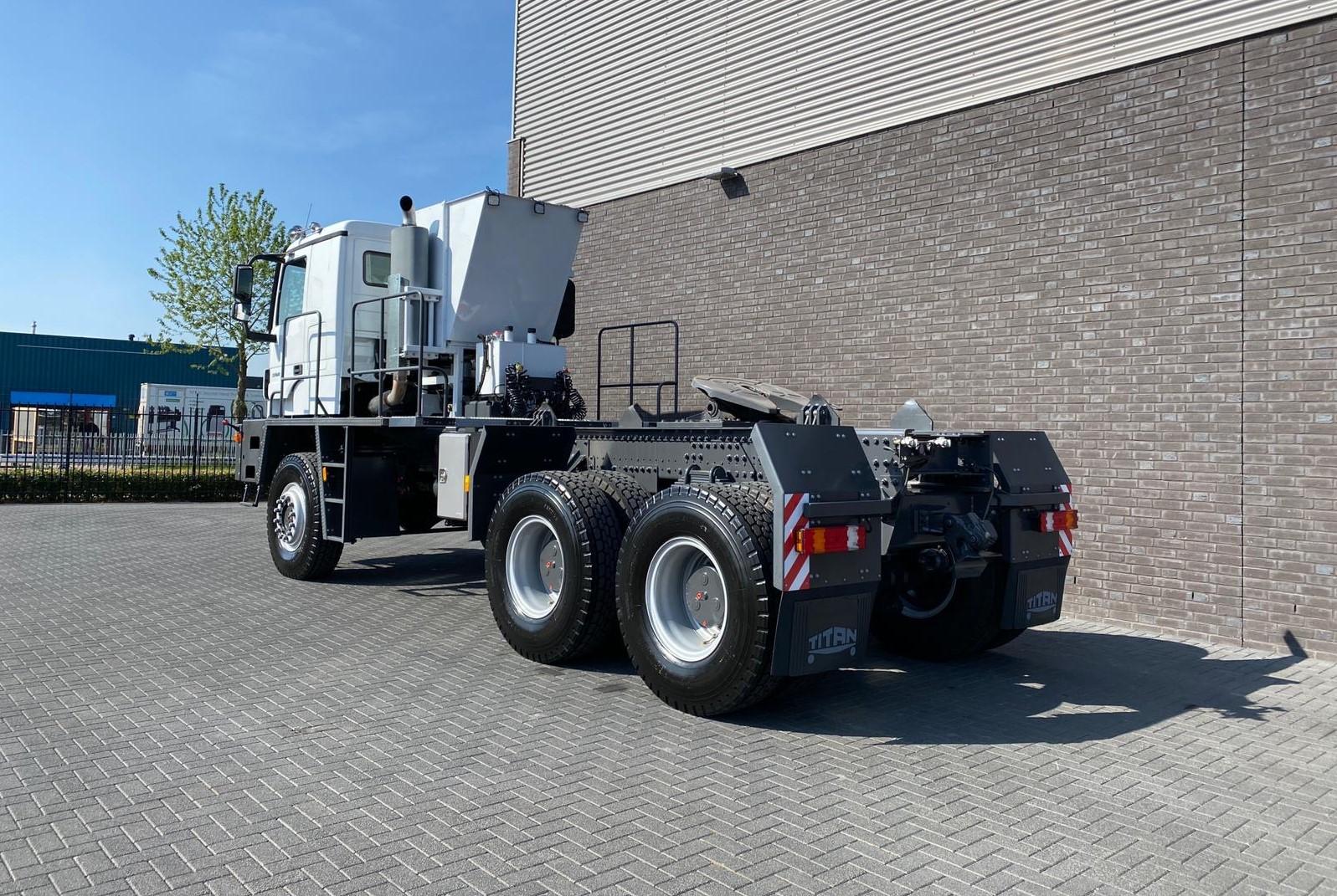 Titan Z52-600F6x6 500ton new 22