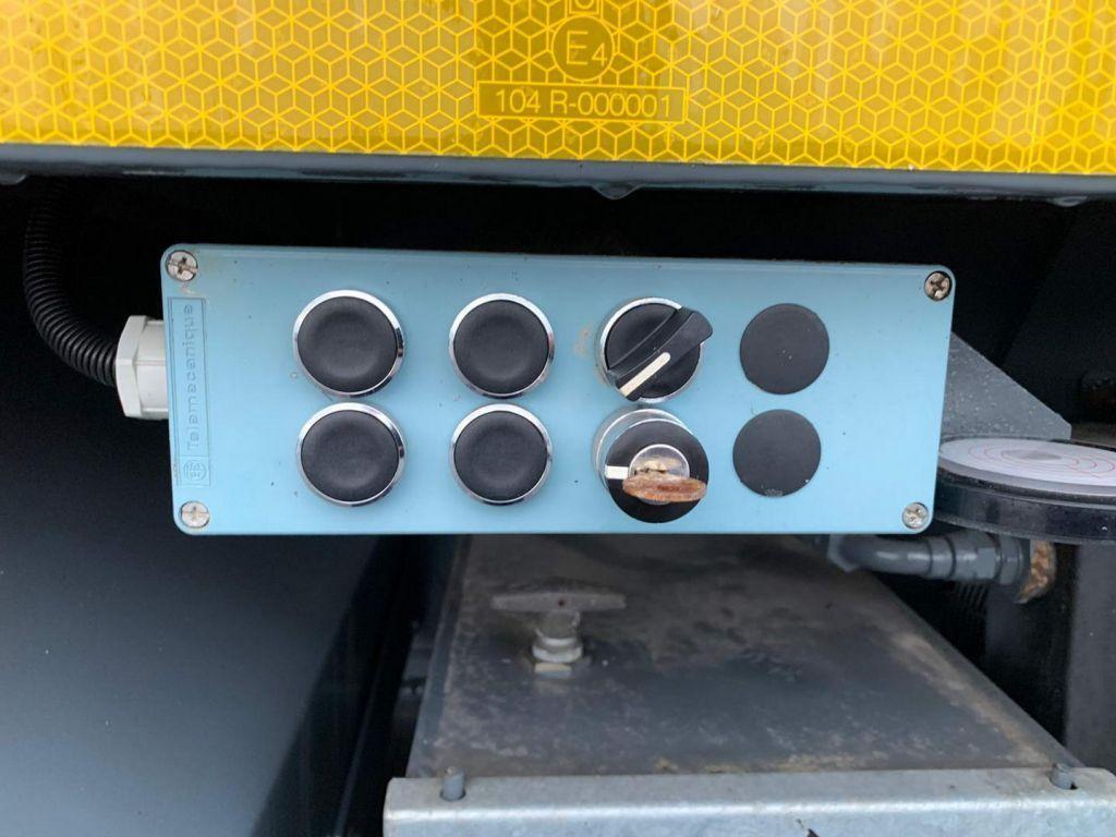 Terex AC 600-1 60 ton 4x4x4 RT Crane (17)