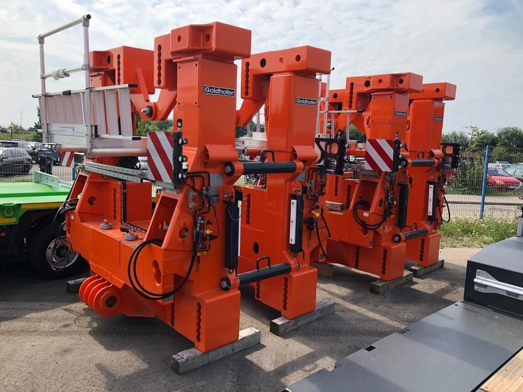 Goldhofer-STHP-Gooseneck-plus-THP-SL-4-and-6-Axle-Modules-plus-Dr (6)